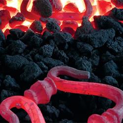 Het ijzer wordt verwarmd tot hoge temperaturen