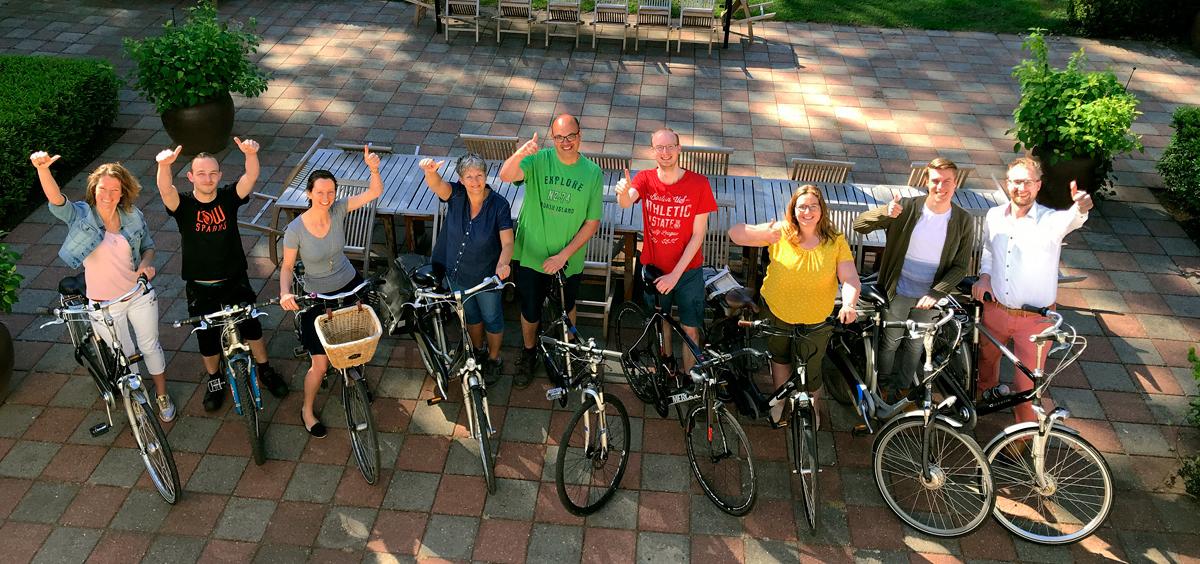 Een deel van de medewerkers van Ten Hulscher op de fiets