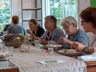 6785-eten-grote-tafel-opening-grand-cafe