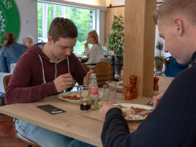 6790-eten-jongens--opening-grand-cafe