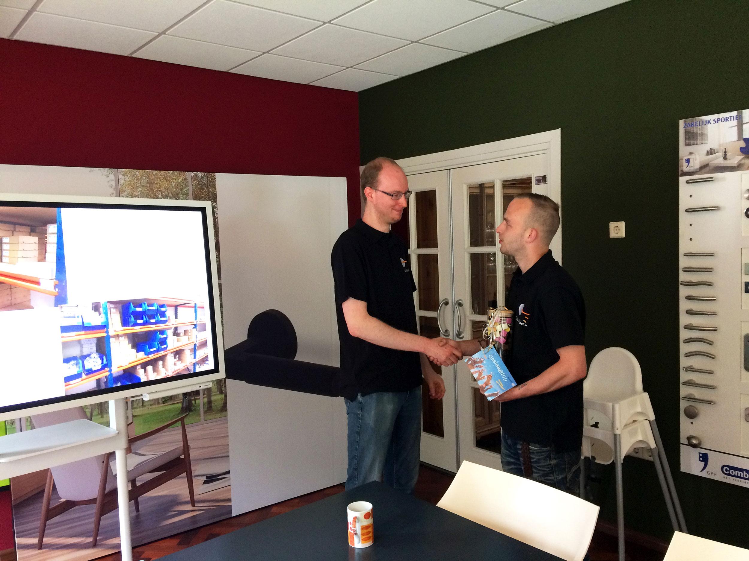 Teamlid Joost is geslaagd als Logistiek Supervisor!